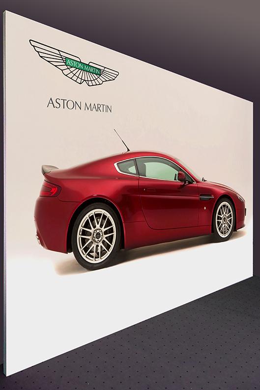 Textil-Messewand Aston Martin 500 x 250 cm, keine Standfüße sichtbar