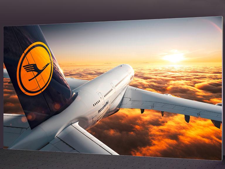 Textil-Messewand Lufthansa 600 x 300 cm ohne sichtbare Standfüße