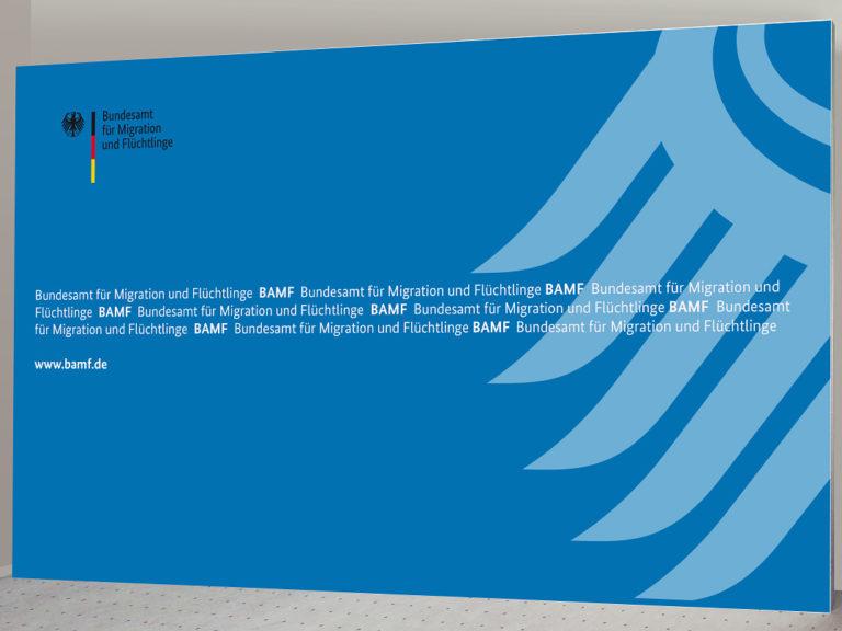 Pressewand BAMF 400 x 250 cm
