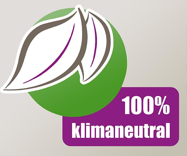 Wir drucken zu 100 Prozent klimaneutral, von der Auswahl der Textilien und Farben bis zur Energieversorgung.