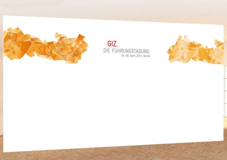 Bühnenrückwand GIZ 600 x 300 cm